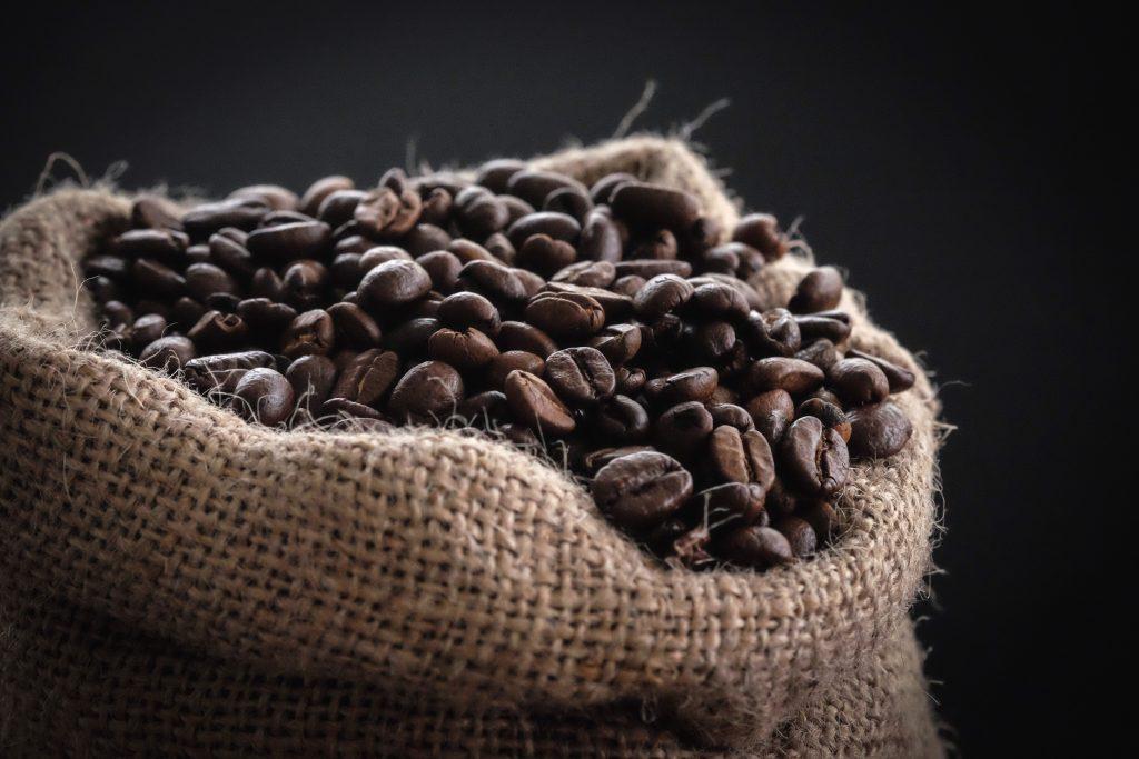 Sac en jute avec grains de café
